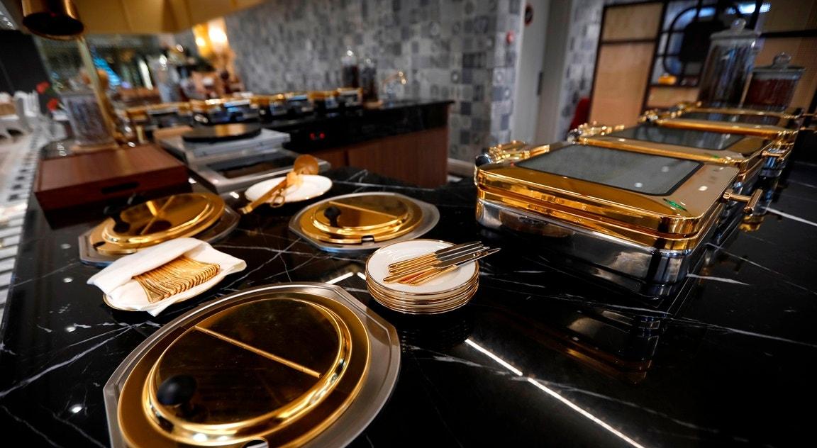 Serviço de mesa banhado a ouro   Luong Thai Linh - EPA