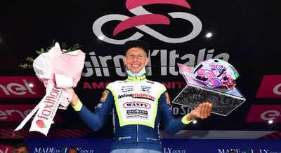 Giro: Taco van der Hoorn aproveita descoordenação do pelotão para fazer vingar a fuga