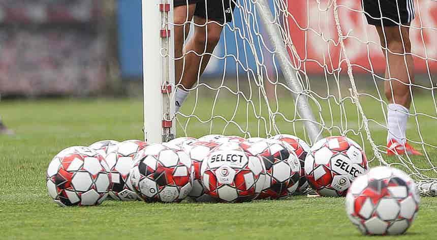 I Liga. Líder Benfica com jogo de risco no Estoril na 10.ª jornada