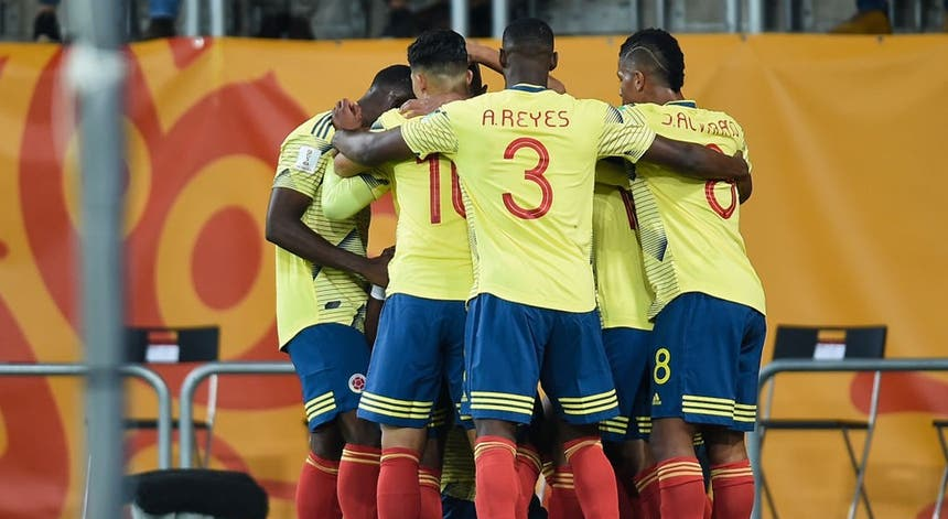 A seleção da Colômbia festeja um dos golos marcados à Polónia