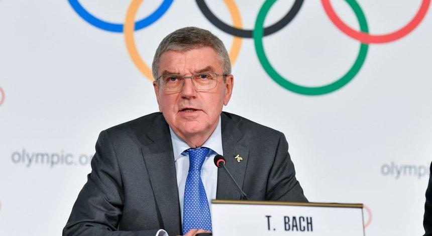 O presidente do Comité Olímpico Internacional (COI), Thomas Bach, começou a analisar as consequências do adiamento dos Jogos
