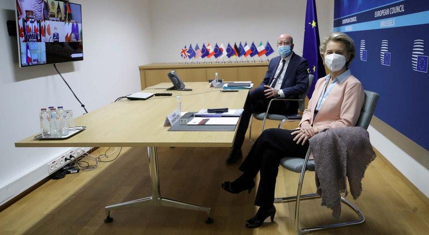 A presidente da Comissão Europeia von der Leyen tem liderado o processo de vacinação na Europa, que tem sido alvo de muitas críticas