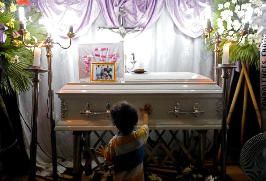 Myca Ulpina, de 3 anos, morreu em julho de 2019, durante uma operação anti-droga nas Filipinas. A polícia diz que foi usada como escudo pelo próprio pai. A mãe desmente a versão Foto - Reuters