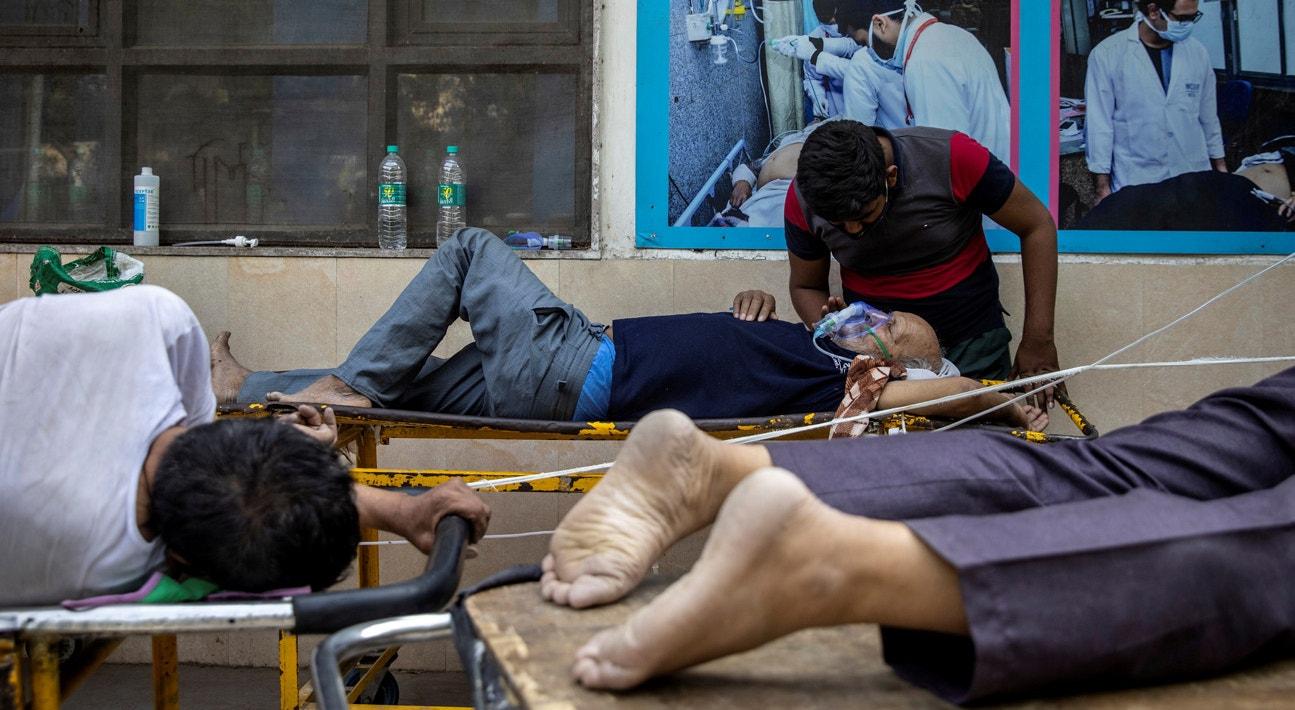 Nova Deli.Doentes esperam admissãomno Hospital Guru Teg Bahadu | Danish Siddiqui - Reuters