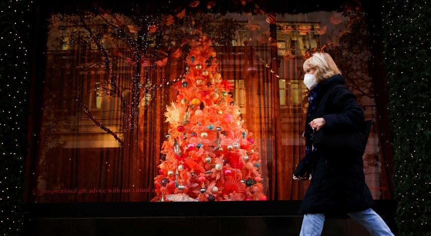 Enquanto alguns países europeus optam por relaxar as regras para permitirem um Natal em família, outros poderão apertá-las.