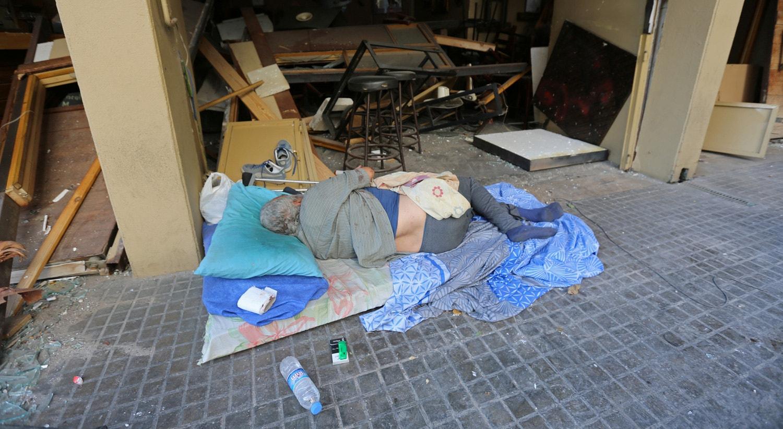 Várias pessoas ficaram desalojadas devido à explosão.   Aziz Taher - Reuters