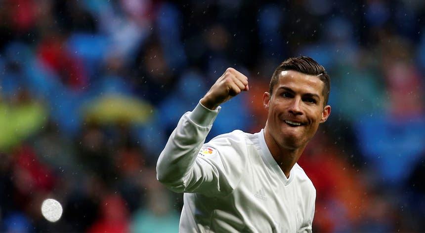 Cristiano Ronaldo é também o favorito para o prémio da FIFA de melhor jogador do mundo