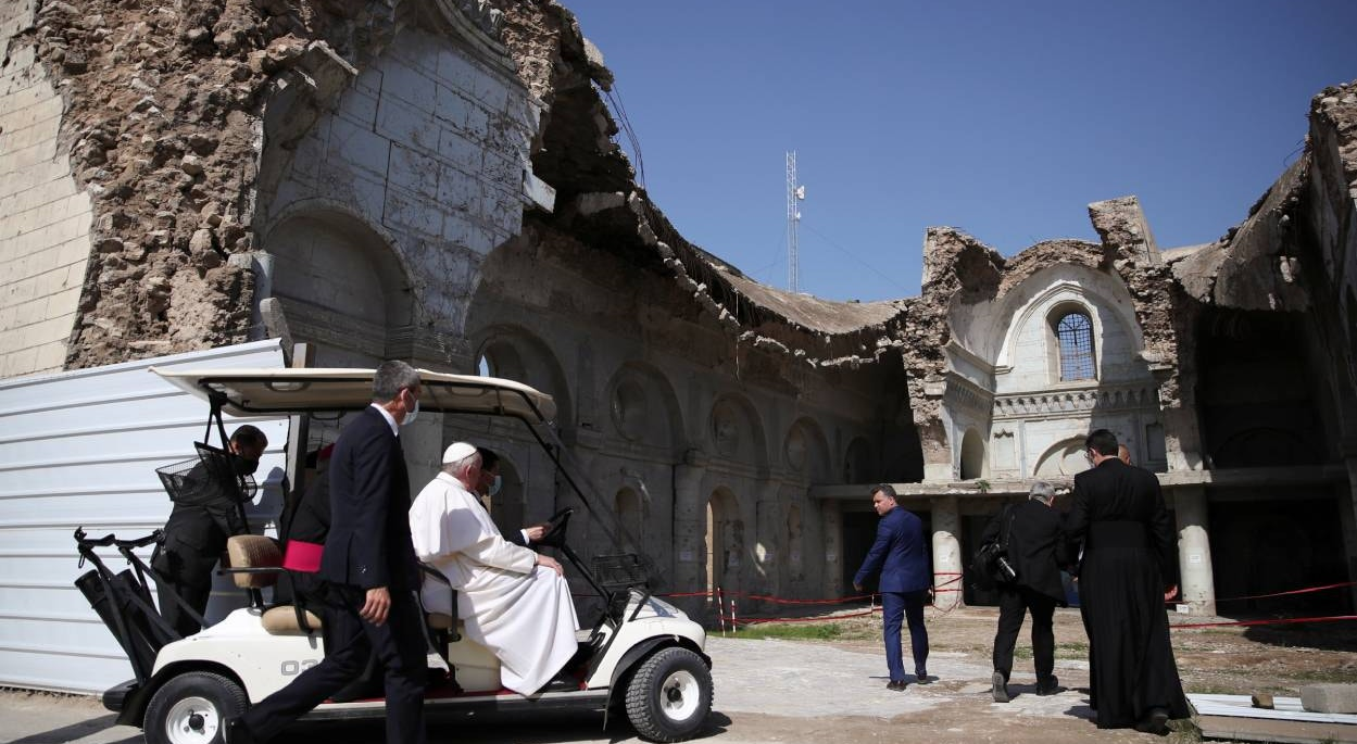 Mossul. Papa chega à Catedral  cristã destruída pela guerra na Cidade Antiga | Yara Nardi - Reuters