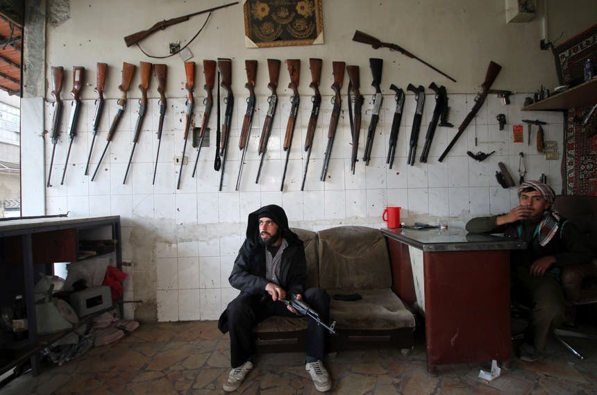 Uma loja de armamento em Duma, Síria Foto: Reuters