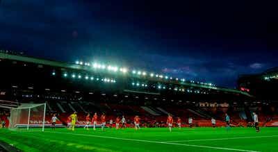Manchester United-Liverpool em 13 de maio após invasão a Old Trafford
