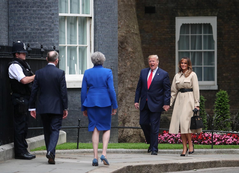 No segundo dia da visita oficial, o Presidente dos EUA encontrou-se com a primeira-ministra Theresa May /Hannah Mckay - Reuters