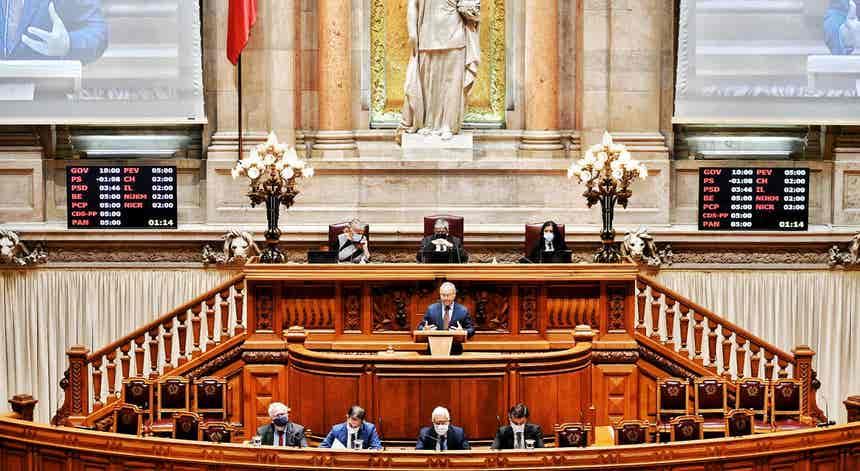 Parlamento vota prolongamento do estado de emergência até 7 de janeiro