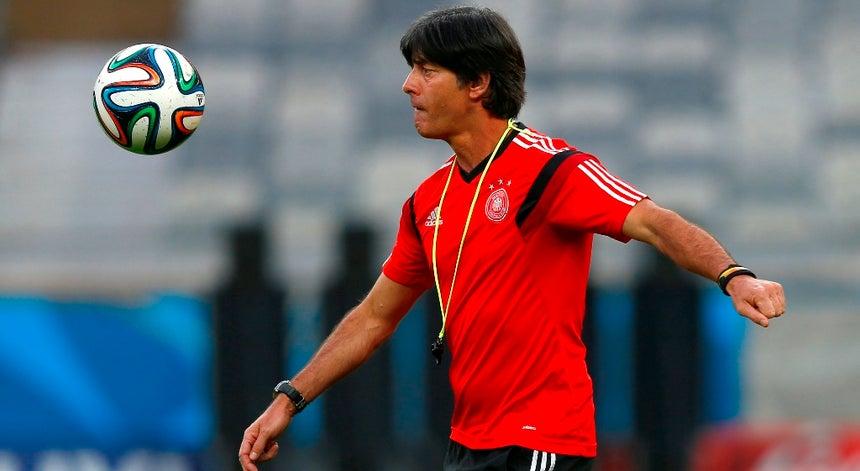Joachim Low renova com a seleção alemã - Alemanha - Desporto - RTP ... ec877c2642d54