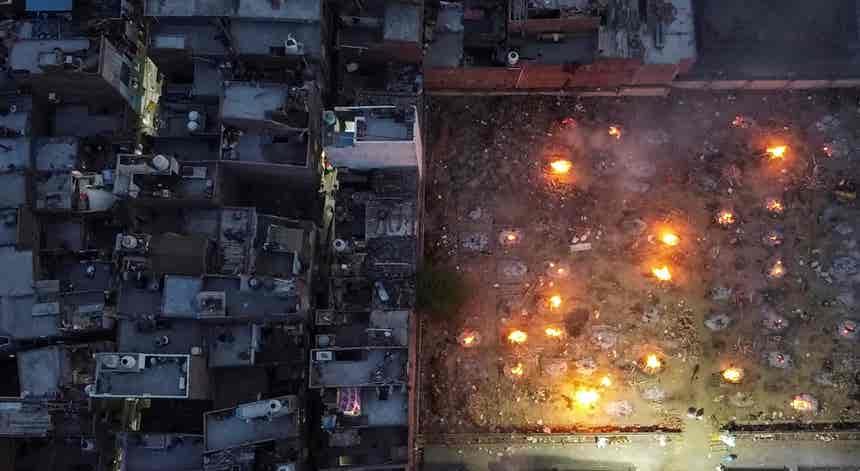 Cremação ao ar livre em Nova Deli