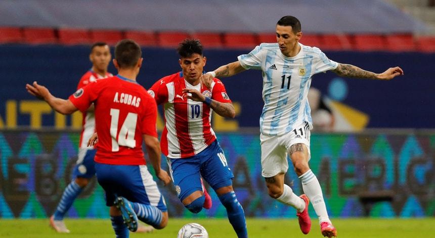 A Argentina ultrapassou o Paraguai com dificuldade