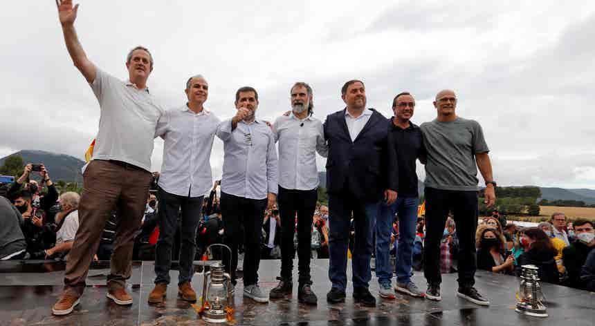Políticos catalães em liberdade