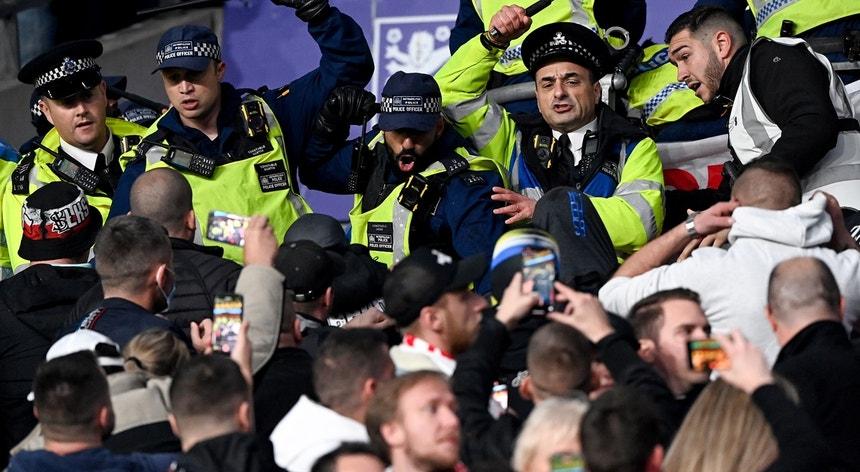 Desacatos em Wembley no Inglaterra-Hungria