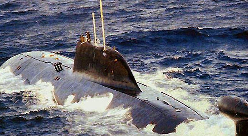 Fotografia de um outro submarino russo afundado ao largo da Noruega