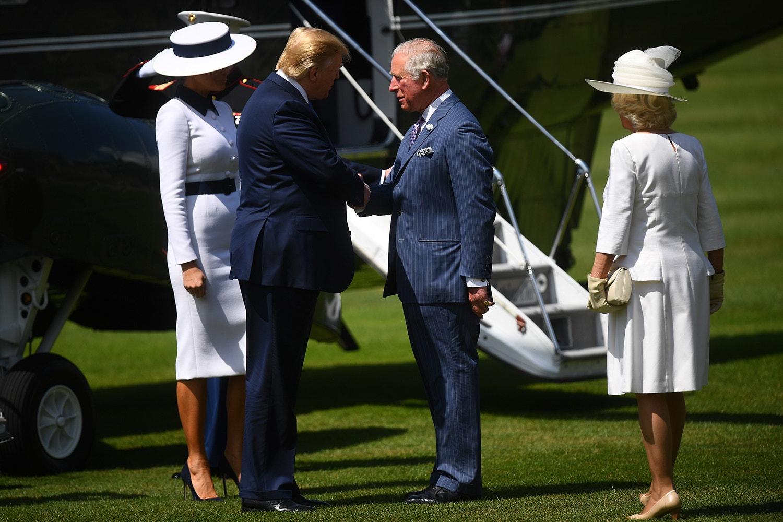 Foram recebidos pelo Príncipe de Gales com uma cerimónia de boas vindas /Toby Melville - Reuters
