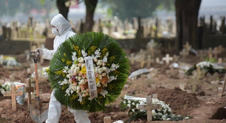 Apesar de um ligeiro abrandamento a pandemia continua a massacrar a população brasileira