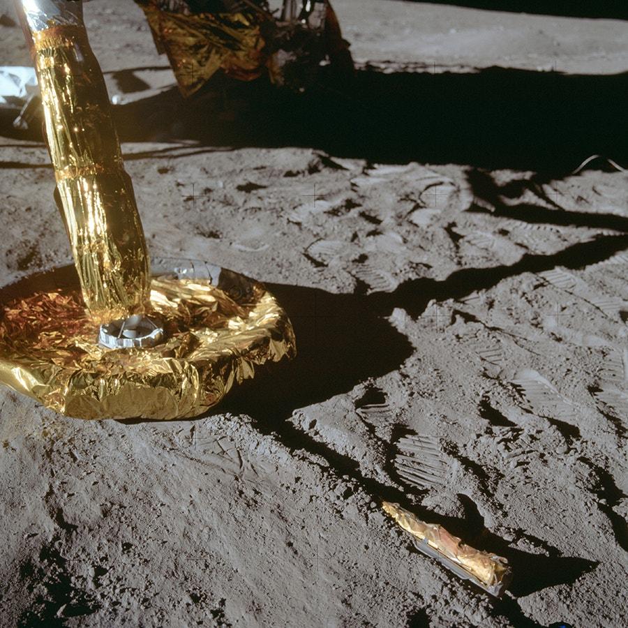 Pormenor dos pés do Módulo Lunar na superfície da Lua. /Crédito: NASA