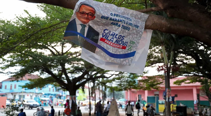 A candidatura de Carlos Vila Nova reclama o conhecimento rápido dos resultados das eleições de domingo