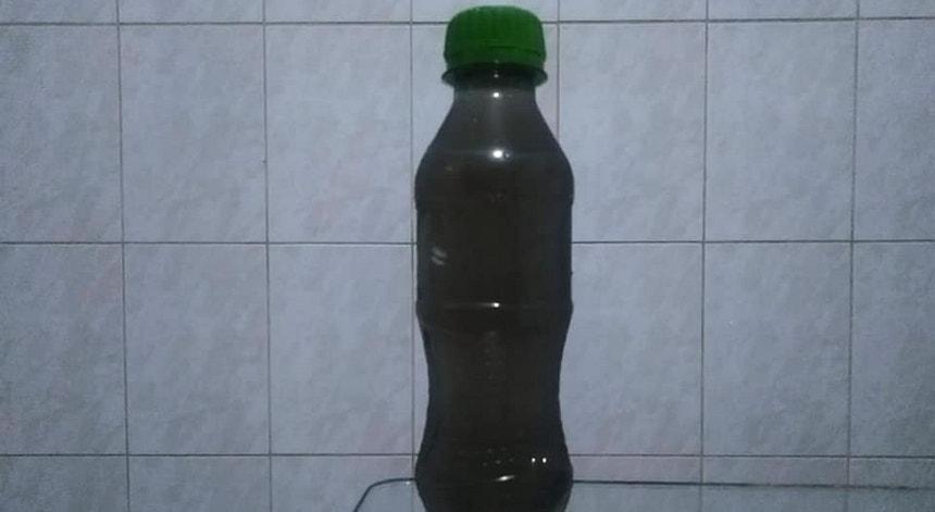 Água escura recolhida em São Paulo