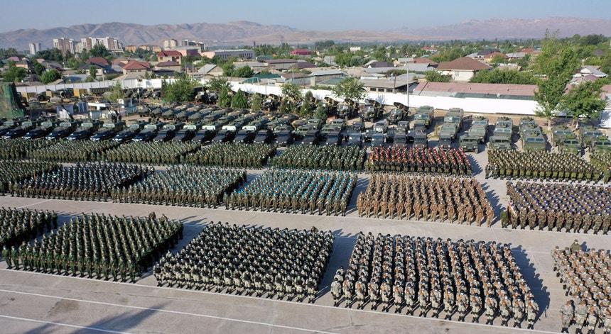 Parada militar em Dushanbe, Tajiquistão, a 22 de julho de 2021