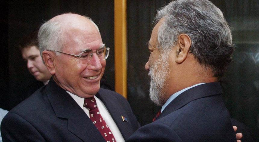 Xanana Gusmão (dir.), com o primeiro-ministro australiano John Howard, no tempo em que era espiado por ordem deste