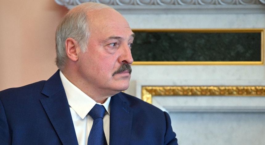 No poder há quase 27 anos, o Presidente da Bielorrússia, Alexander Lukashenko tem intensificado a repressão no país ao longo do último ano após a forte contestação às eleições presidenciais, em agosto de 2020.