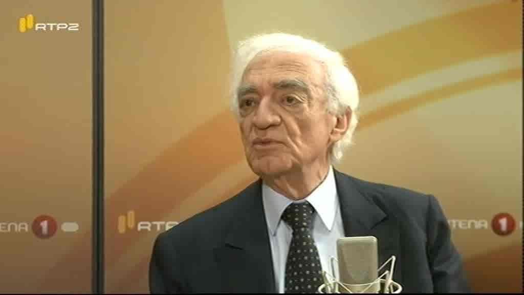 João Salgueiro, Economista...