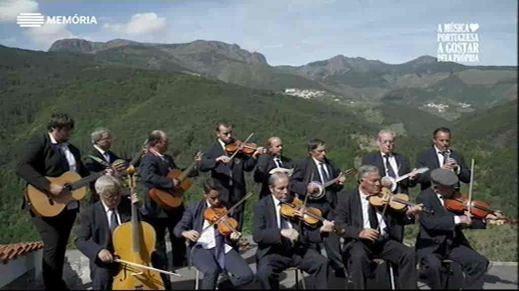 A Música Portuguesa a Gostar Dela Própria
