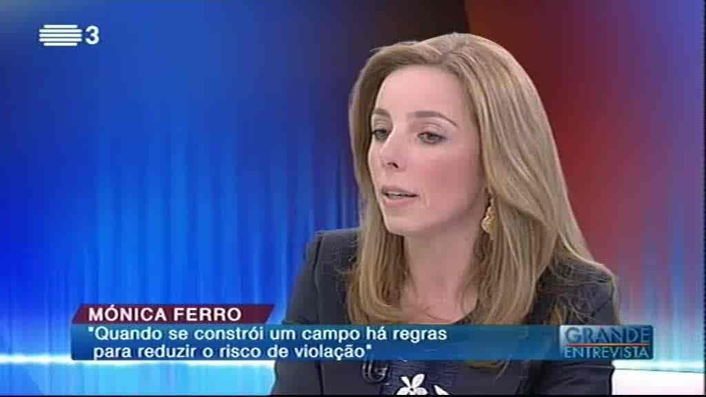 Mónica Ferro...