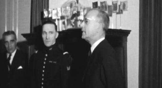 Cavaleiros Franceses recebidos pelo Ministro do Exército