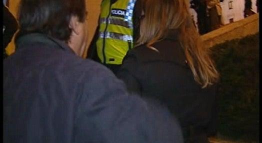 Tensão entre a polícia e manifestantes na escadaria da Assembleia da República